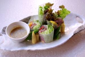 ローストビーフ&緑の葉っぱの生春巻き